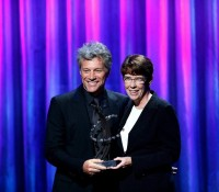 Jon Bon Jovi nagali Clinton Global Citizens