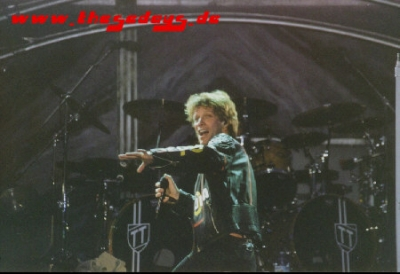 Bon_Jovi_K_ln_OWN_Tour_2001_3_26_web